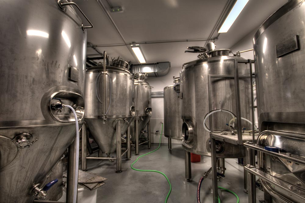 Dise o y decoraci n cervecer a garage beer da2 arquitectura - D fabrica interiorismo ...