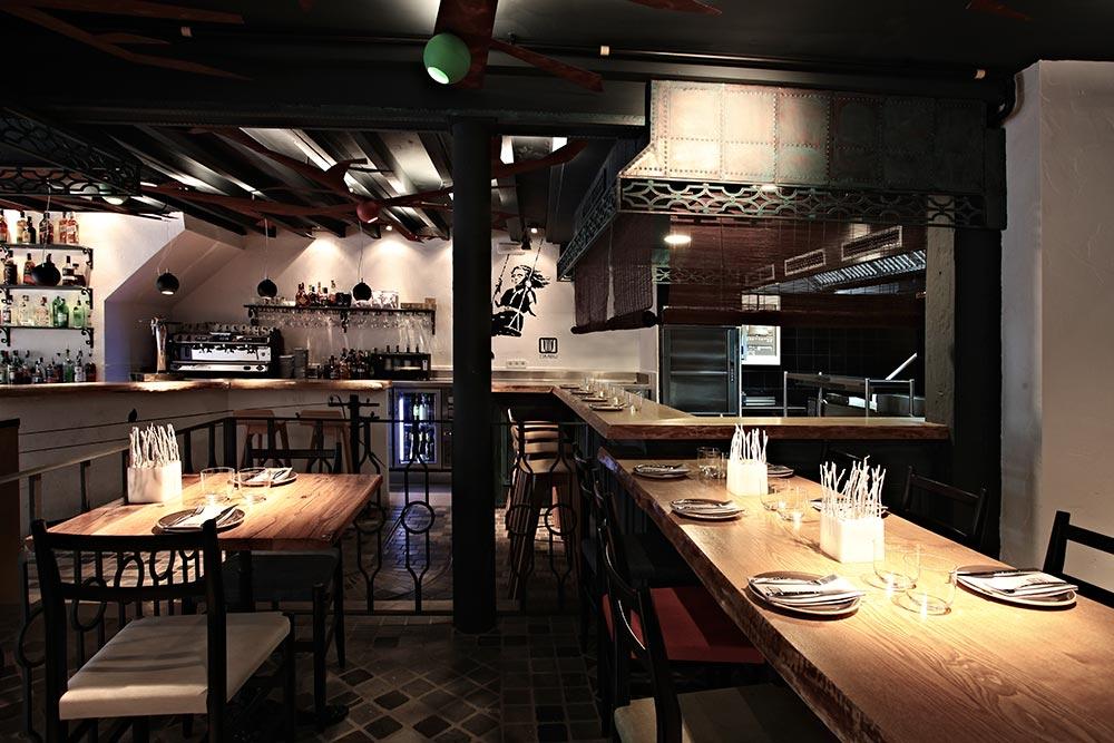 Dise o y decoraci n restaurante omb da2 arquitectura for Diseno restaurante