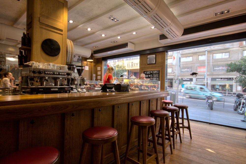 Dise o y decoraci n restaurante txapela da2 arquitectura for Diseno de barras de bar en madera