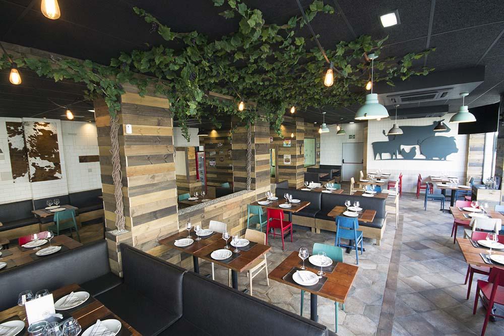 Vista general del patio. Restaurante Bovino Gijón