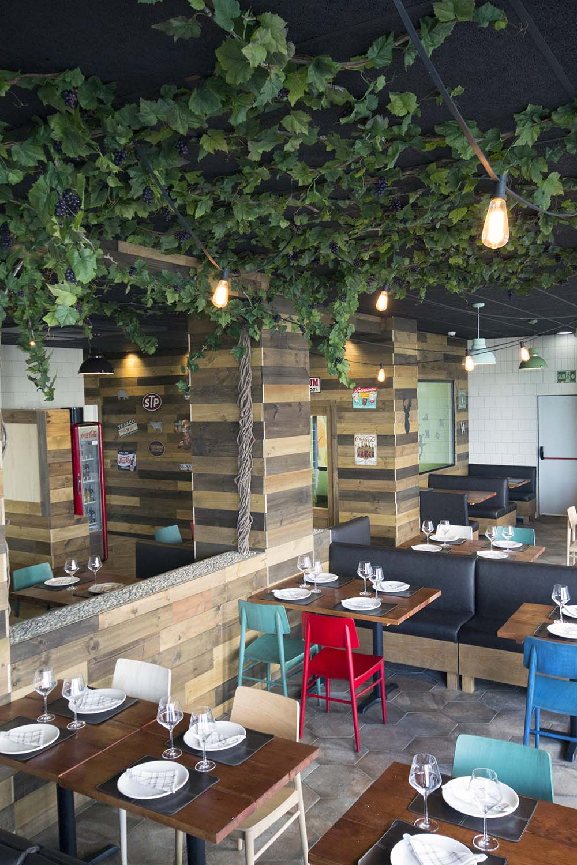 Vista general patia parras 01 restaurante BOVINO GIJON Da2 Arquitectura