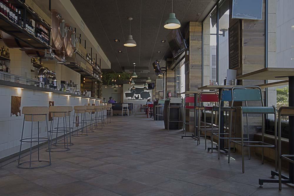 Vista general desde la entrada principal restaurante Bovino Gijón