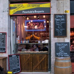 Diseño-y-decoración-tienda-Los-Soprano-FACHADA-01