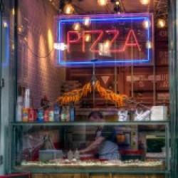 Diseño-y-decoración-tienda-Los-Soprano-PIZZERO-01