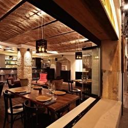 Diseño-y-decoracion-restaurante-KOA-desde-ventana