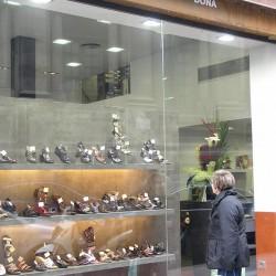 Diseño-y-decoracion-tienda-grama-escaparate