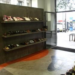 Diseño-y-decoracion-tienda-grama-expositores