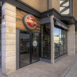 Vista del acceso a la tienda. Guarda relación y diseño de todo el restaurante. Bovino Gijón