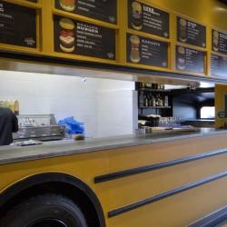 Food truck Burger bus vista hacia cocina