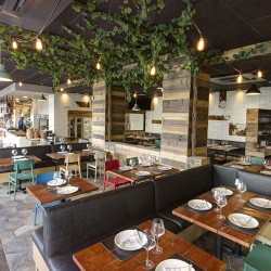 Vista general patia parras 04 restaurante BOVINO GIJON Da2 Arquitectura