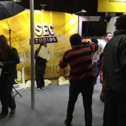 Stand-ISEC_Estudiantes-interactuando