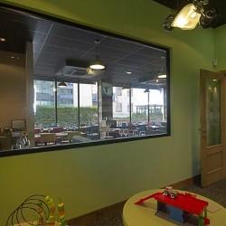 Vista interior de la sala de juegos restaurante Bovino Gijón