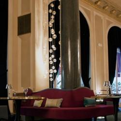 diseño-interior-y-decoracion-restarante-caelis-sofa-columna