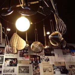diseño-interior-y-decoracion-restaurante-Kauai-lampara-utensillos