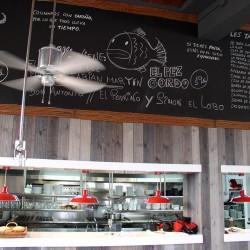 diseño-interior-y-decoracion-restaurante-Kauai-pizarra