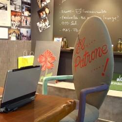 diseño-interior-y-decoracion-restaurante-Kauai-silla-jefe