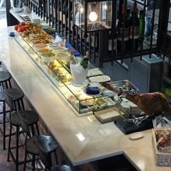diseño-interior-y-decoracion-restaurante-casa-guinart-barra-desde-arriba