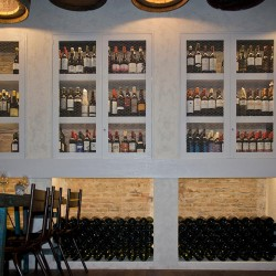 diseño-interior-y-decoracion-restaurante-casa-guinart-botellro