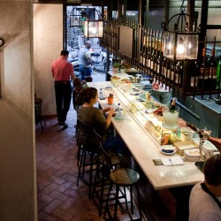 diseño-interior-y-decoracion-restaurante-casa-guinart-salon-abajo-01