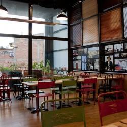 diseño-interior-y-decoracion-restaurante-los-soprano--VINILOS