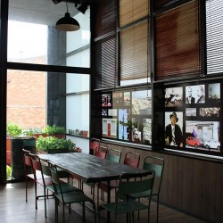 diseño-interior-y-decoracion-restaurante-los-soprano--vinilos-02