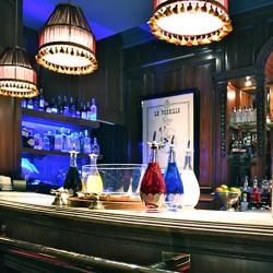 diseño-y-decoracion-bar-rien-de-rien-barra-03