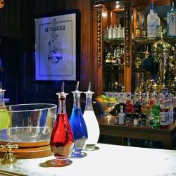 diseño-y-decoracion-bar-rien-de-rien-botellas