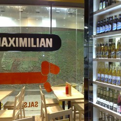 diseño-y-decoracion-restaurante-maximilian-logo-interior