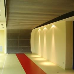 diseño-y-decoracion-tienda-consecionario-ferrari-acceso-02