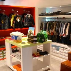 diseño-y-decoracion-tienda-guille-expositores-cuadrados