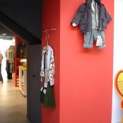 diseño-y-decoracion-tienda-guille-pared-roja