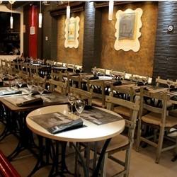 diseño-y-decoracion-tienda-mesas-red