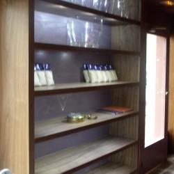 diseño-y-decoracion-tienda-ostreria-detalle-estanteria
