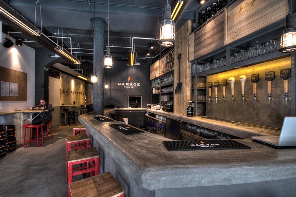 C mo elegir materiales para dise ar y decorar un bar da2 for Barra estilo industrial