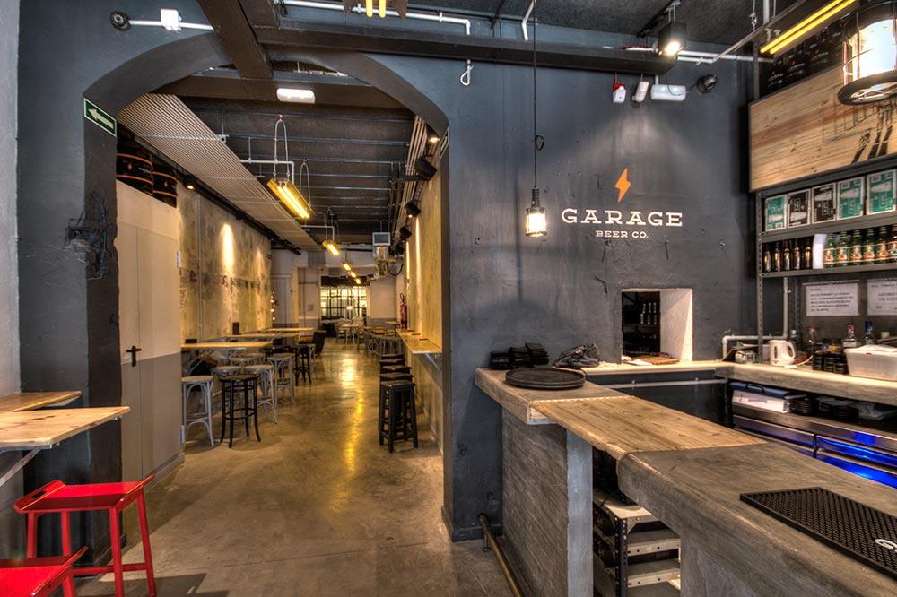 Cómo Elegir Materiales Para Diseñar y Decorar Un Bar la fábrica emplazada en la parte trasera del garaje.
