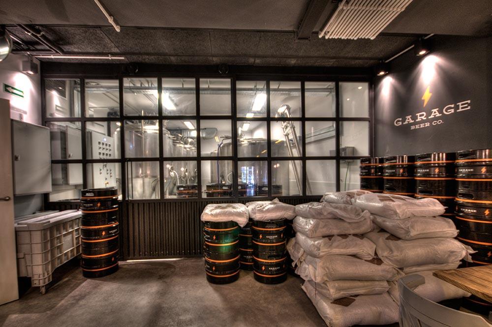 Dise o y decoraci n cervecer a garage beer da2 for Carrera de interiorismo