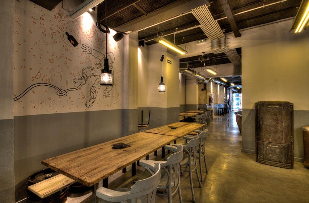 Dise o y decoraci n cervecer a garage beer da2 for Decoracion de cervecerias