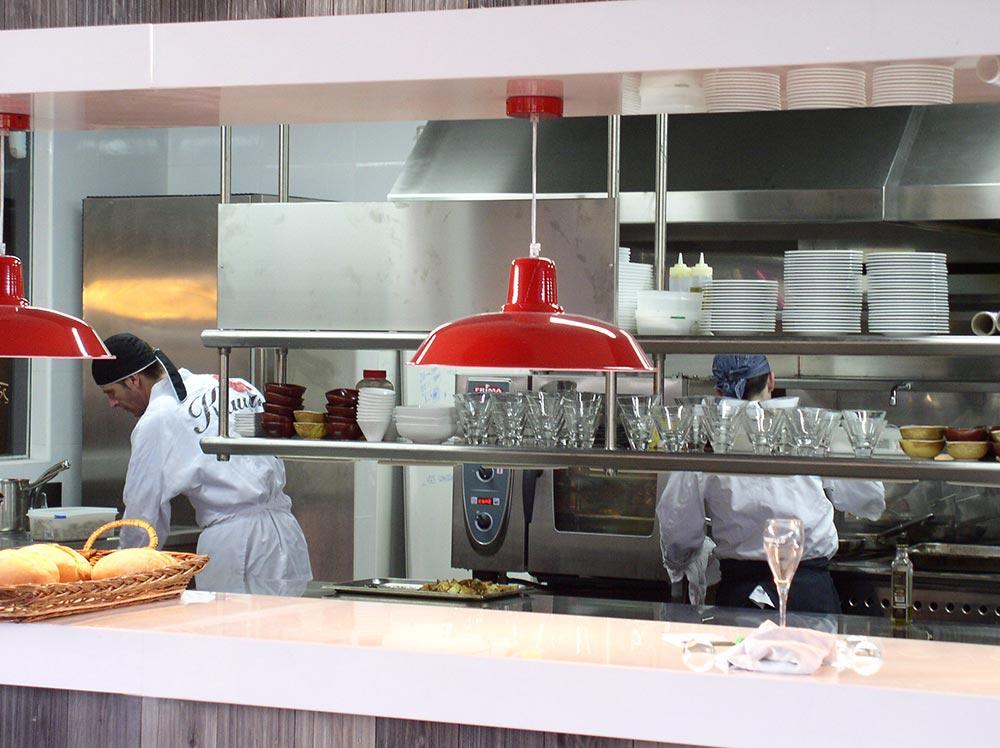 Dise o y decoraci n restaurante kauai da2 arquitectura for Diseno cocina restaurante pequeno