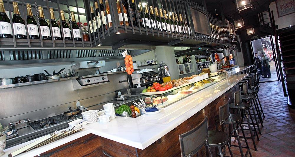 Decoración Restaurante Moderno Detalle de la barra d ebar de mármol
