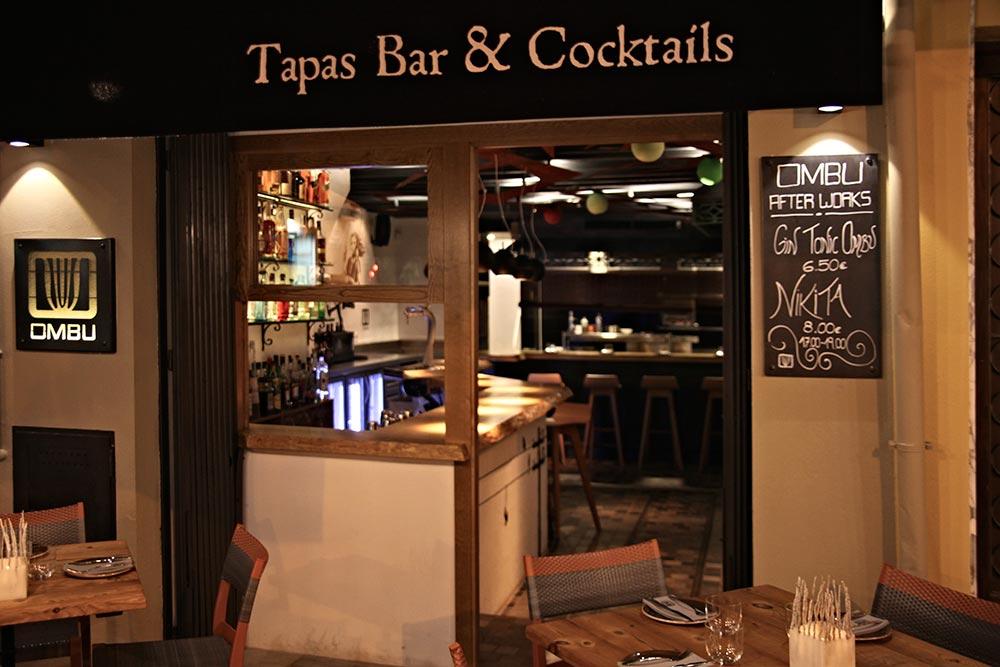 Vista al acceso al bar de tapas moderno