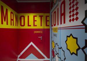 Diseño y decoracion restaurante OLA! TAPAS acceso baños