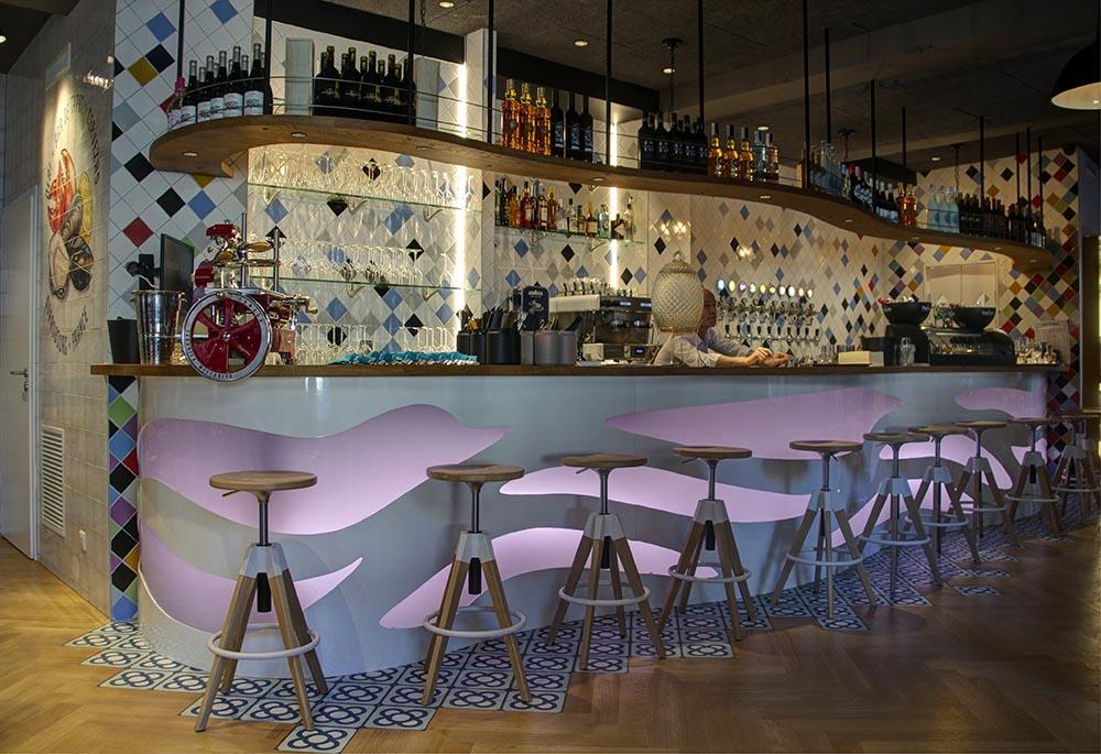 Diseño y decoracion restaurante OLA! TAPAS barra Barcelona 03