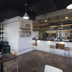 desde barra hacia tienda restaurante BOVINO GIJON Da2 Arquitectura