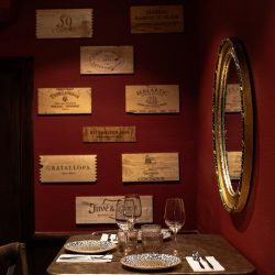 decoración paredes Bistrot Bilou wine bar detalle