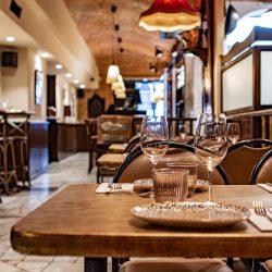 detalle mesa Bistrot Bilou wine bar