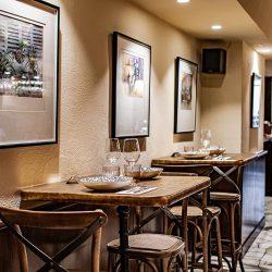 Bistrot Bilou wine bar mesas altas