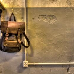 Detalle de acabados en paredes bar