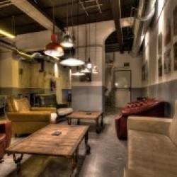 Diseño y Decoración Bar Cervecería fabrica salón principal con mobiliario bar