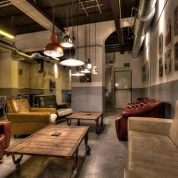 Bar Cervecería fabrica  salón principal con mobiliario bar