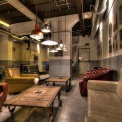 Bar Cervecería fabrica  salón principal con mobiliario bar.